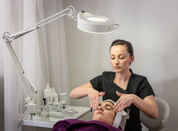beauty courses - Beauty Therapy Courses at Omni Academy